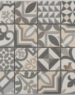 PATCHWORK Grey Glasiertes Keramik Mosaik im Belle-Bouquet Style.