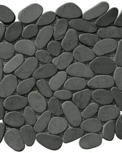 RUBICONE Dark Formella flach geschnittenes und getrommeltes Flussstein Mosaik für dekorative Wände und Böden.